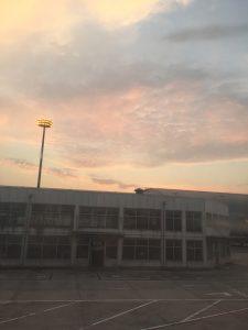 パキスタン出張。PIAパキスタン航空。北京空港の夕日。