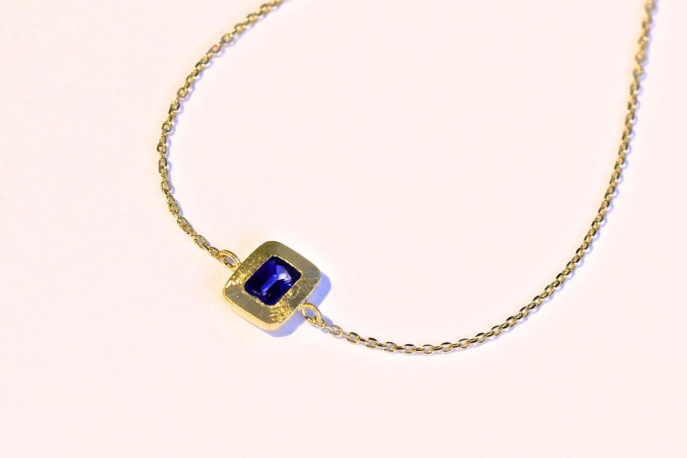 【オーダーメイド】ブルーサファイアのブレスレット。イタリアの伝統技術を用いた温もりのあるデザインです。