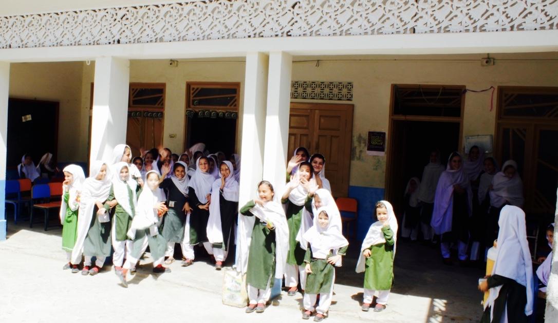 パキスタン・スワート渓谷の学校(女性学生)