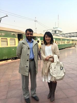 イスラマバードの駅にて。小幡星子