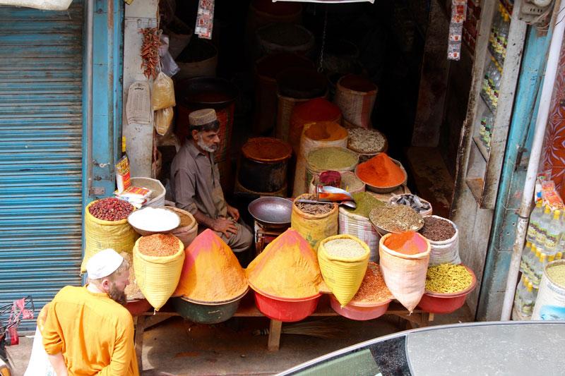 色とりどりの香辛料@スワート渓谷、パキスタン