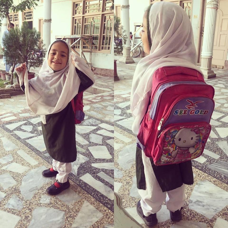 海外出張・スワートの女の子。これから学校です。