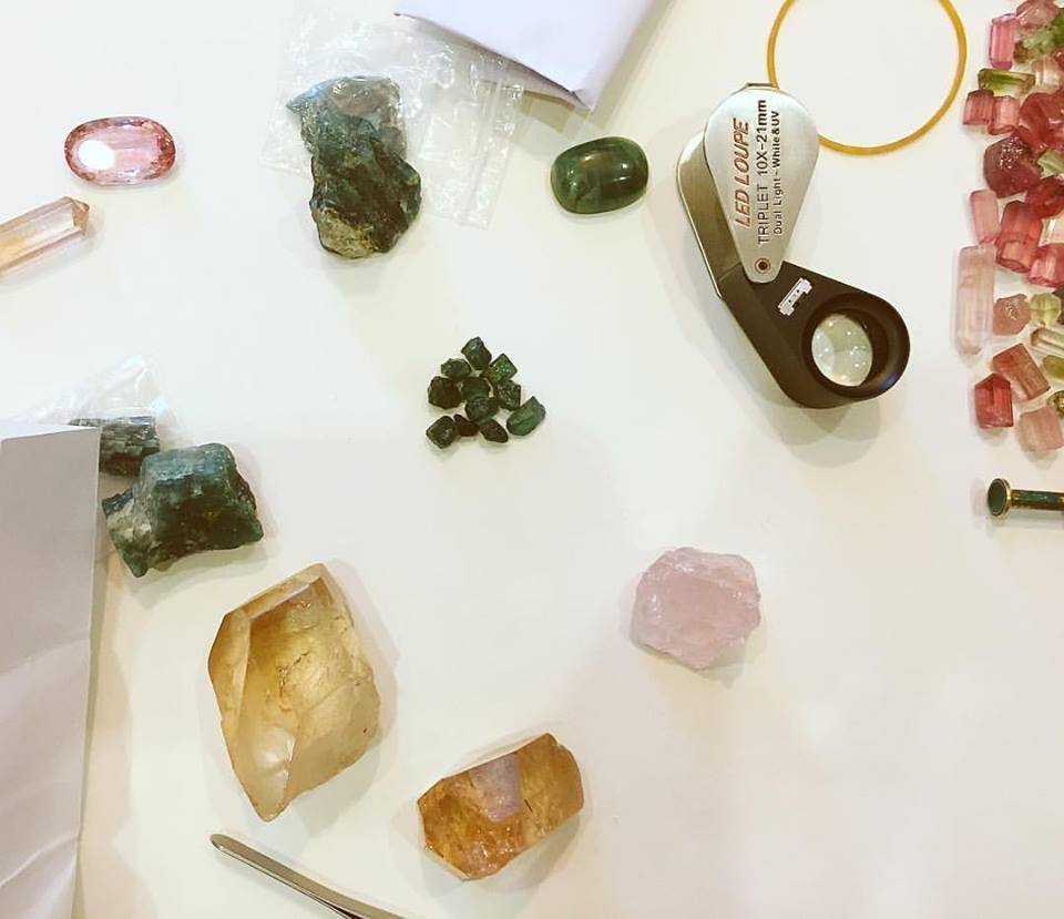 グランディディエライト、ローズクォーツ、トパーズなどの原石
