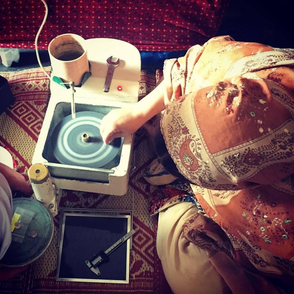女性の研磨職人@スワート渓谷、パキスタン