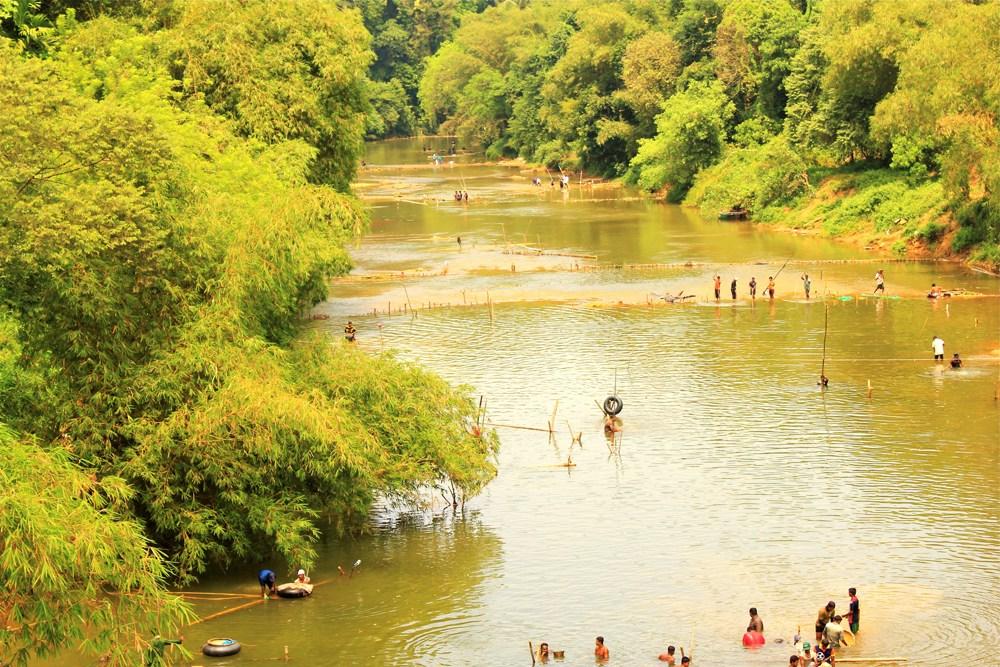 スリランカの採掘場例(川)