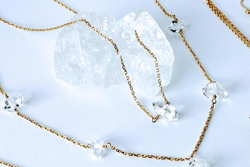 晶〔sho〕ダイヤモンドクリスタルを用いた原石ネックレス、原石ピアス