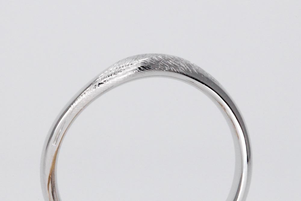 羽根模様が美しいデザイン〔結婚指輪〕立体的に
