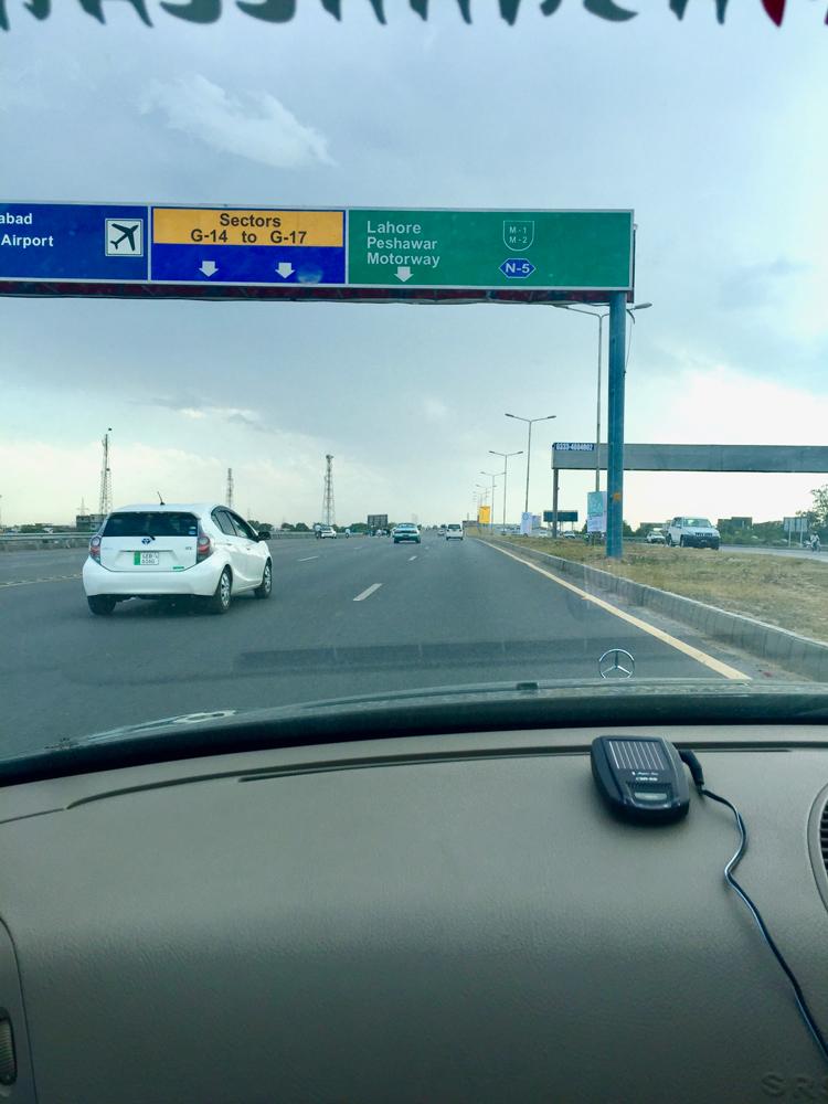 イスラマバードの高速入り口。スワートへ。
