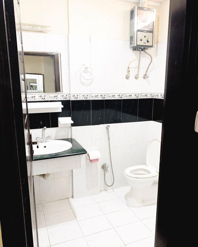 Islamabad Premiere Inn バスルーム ホットシャワー
